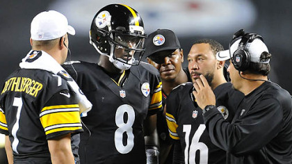 Steelers offensive coordinator Todd Haley talks with his quarterbacks during a timeout against the Colts.