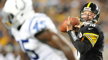 Steelers quarterback Charlie Batch drops back to pass against the Colts.