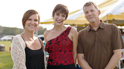 Lisa and Kurt Lorence flank soloist Eva Trapp