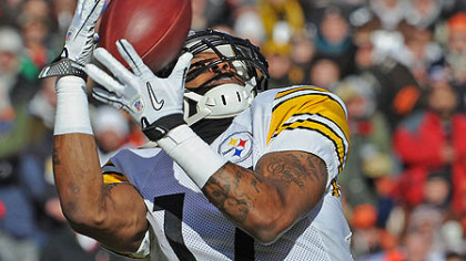 The Steelers' Mike Wallace hauls in pass from Ben Roethlisberger for a touchdown in 2011.