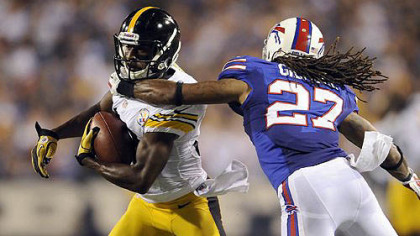 The Steelers&#039; Emmanuel Saunders pulls in a pass as he&#039;s defended by Buffalo&#039;s Stephen Gilmore in the second quarter.