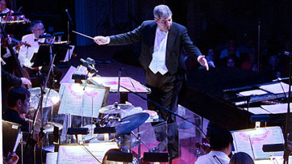 Marvin Hamlisch conducting the Pittsburgh Symphony Orchestra in February 2005.