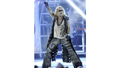 Vince Neil leads Motley Crue at First Niagara Pavilion Sunday night.