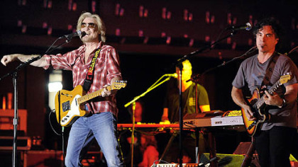 Hall and Oates open their sold-out concert with the 1977 hit &quot;Maneater&quot; at Stage AE.