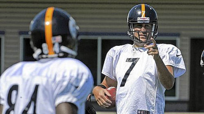 Ben Roethlisberger, right, makes a point with receiver Antonio Brown Wednesday in practice at the team's South Side facility. The receiving corps can expect to be challenged Sunday by a tough Jets secondary.