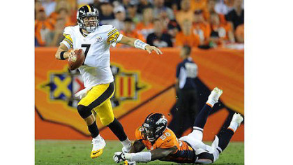 Ben Roethlisberger breaks away from the grasp of Broncos' Von Miller in last night's loss in Denver.