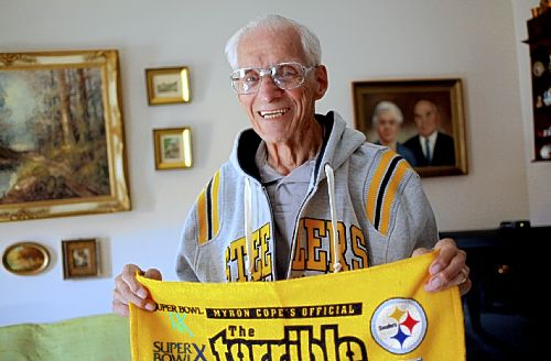 Steelers pay tribute to fan of 80 years