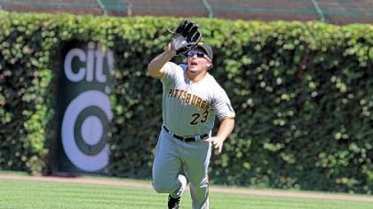 Right fielder Travis Snider dives to make a catch against the Cubs Saturday.