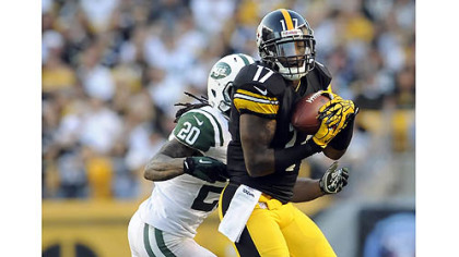 Steelers receiver Mike Wallace pulls in a pass as he is defended by Jets defensive back Kyle Wilson in the fourth quarter Sunday at Heinz Field.