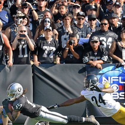 Oakland Raiders receiver Denarius Moore makes touchdown catch, beating Ike Taylor in the fourth quarter.