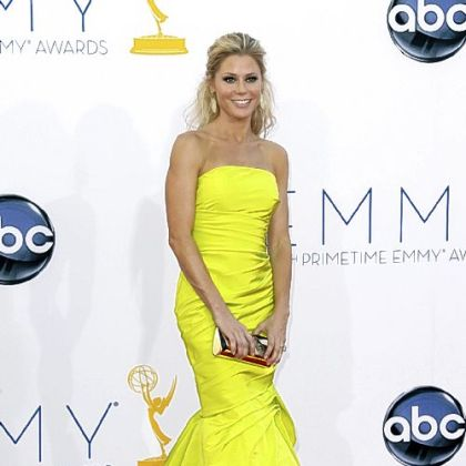 Julie Bowen, who won best supporting actress in a comedy for her work in &quot;Modern Family,&quot; lit up the red carpet in a neon form-ftting gown.
