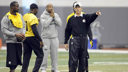 Defensive coordinator Dick LeBeau makes a point Wednesday at the Steelers' South Side facility, their final practice before breaking for a four-day weekend.