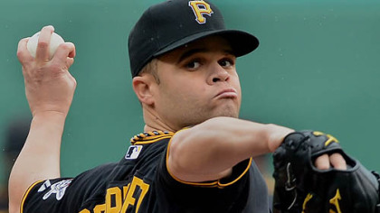 Pirates pitcher Wandy Rodriguez delivers against the Reds' Miguel Cairo.