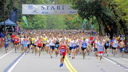 Runners take off at the start of Sunday&#039;s 35th annual Great Race on Beechwood Boulevard at Frick Park.