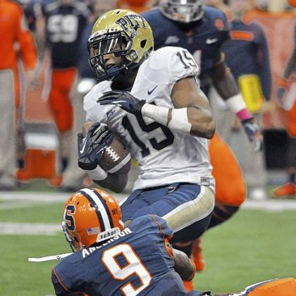 Pitt's Devin Street catches a pass against Syracuse's Ri'Shard Anderson in the second quarter Friday against Syracuse. Street caught 10 passes for 130 yards.