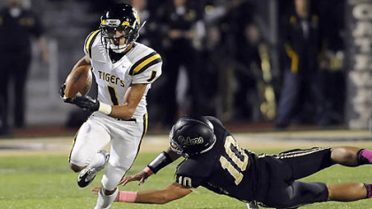North Allegheny&#039;s Brendan Coniker gets by Gateway&#039;s Mileak Ford Friday night at Gateway High School.