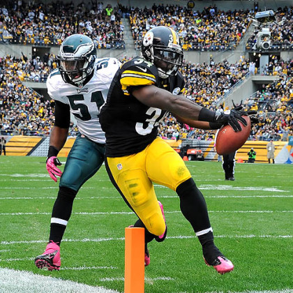 The Steelers' Rashard Mendenhall scores against the Eagles in the second quarter.