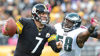 The Eagles&#039; defensive end Trent Cole pressures Steelers quarterback Ben Roethlisberger.