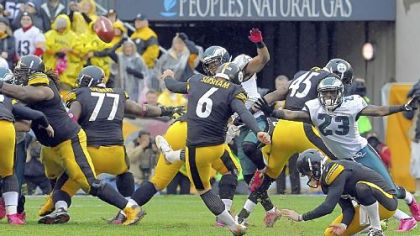 Shaun Suisham kicks the winning field goal against the Eagles in the fourth quarter Sunday at Heinz Field.