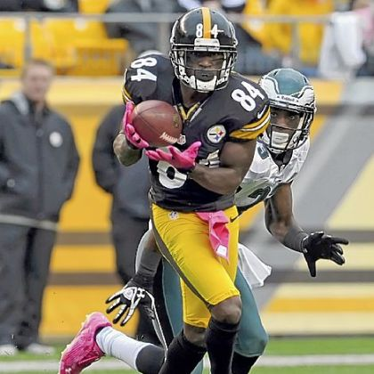 The Steelers&#039; Antonio Brown pulls in a pass against the Eagles in the second quarter Sunday at Heinz Field.