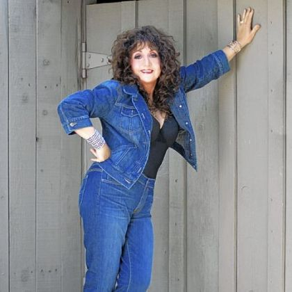 It's not the Oasis, but Maria Muldaur will perform at Moondog's Sunday night.