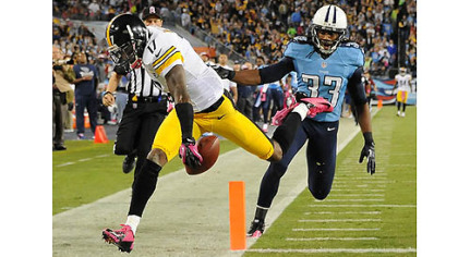 The Steelers&#039; Mike Wallace scores a touchdown in the first quarter against the Titans.