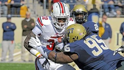 Pitt's Khaynin Mosley-Smith tries to take down Louisville's Senorise Perry in the first quarter Saturday at Heinz Field.
