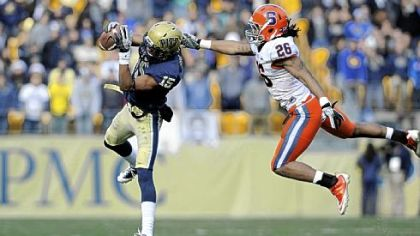 Pitt receiver Devin Street pulls in a pass.