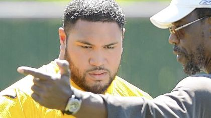 Steelers defensive lineman Alameda Ta&#039;amu, left, with defensive line coach John Mitchell