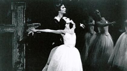 Marianna Tcherkassky as Giselle, with Kevin McKenzie as Albrecht, in an American Ballet Theatre production in the late 1980s.