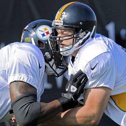 Steelers tight end Heath Miller, right, goes through blocking drills with Leonard Pope during practice on the South Side.