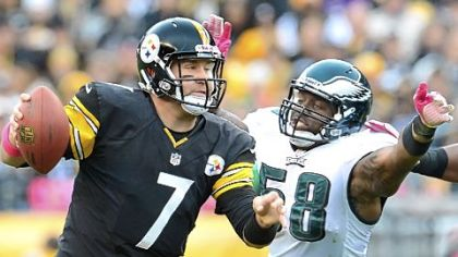 Ben Roethlisberger scrambles under pressure by Eagles defensive end Trent Cole Sunday at Heinz Field.