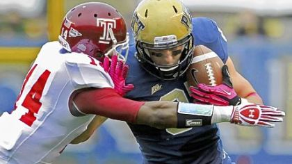 Pitt receiver Mike Shanahan tries to fend off Temple&#039;s Vaughn Carraway Saturday at Heinz Field. Notre Dame is next for the Panthers.