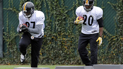 Steelers' Jonathan Dwyer and Baron Batch go through drills during practice at the team's South Side Facility .