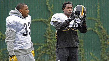 Isaac Redman and Rashard Mendenhall talk during practice at the team's South Side facility.