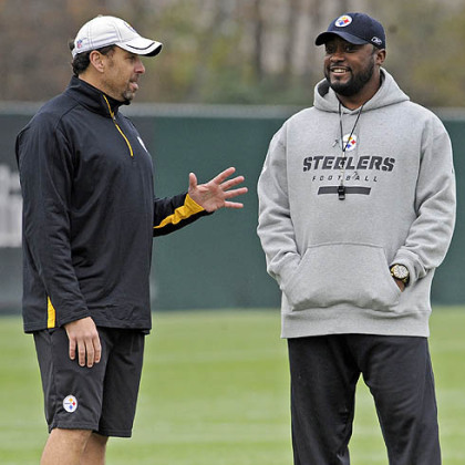 Steelers offensive coordinator Todd Haley talks with head coach Mike Tomlin during practice at the team''s South Side Facility.