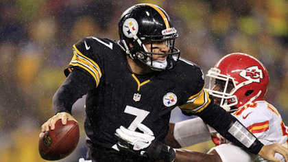Steelers quarterback Ben Roethlisberger is pressured by Kansas City Chiefs outside linebacker Justin Houston  in the first quarter.