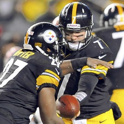 Steelers quarterback Ben Roethlisberger hands off to Jonathan Dwyer in the second quarter Monday night at Heinz Field. Roethlisberger was injured early in the third quarter.
