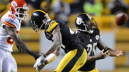 Steelers' Ryan Clark breaks up pass intended for the Chiefs' Dwayne Bowe