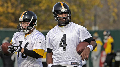 Steelers quarterbacks Charlie Batch and Byron Leftwich practice Wednesday at the team&#039;s South Side facility.