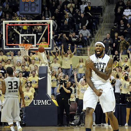 Pitt's J.J. Moore celebrates at the buzzer after defeating Oakland 72-62 in overtime.