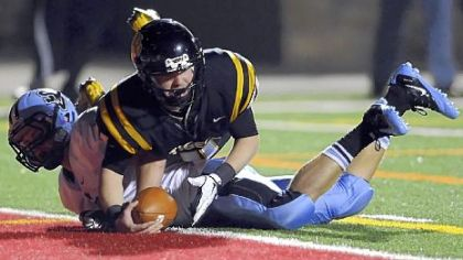 North Allegheny quarterback Mack Leftwich dives into the end zone Friday night for a touchdown against Seneca Valley&#039;s Benjamin Hodges.