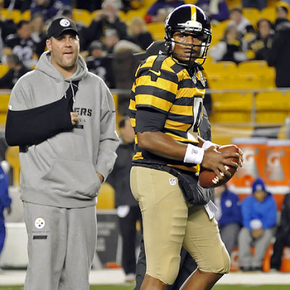 Steelers quarterback Byron Leftwich warms up as injured Ben Roethlisberger looks on. Leftwich wasted no time scoring the game&#039;s first touchdown.