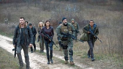 Chris Hemsworth, left, leads ragtag rebels against the North Korean invaders.