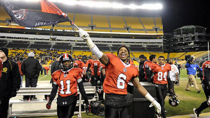 Aliquippa's Dravon Henry carries against Washington Friday in the WPIAL class AA championships at Heinz Field.