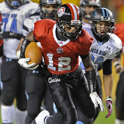 Aliquippa's Terry Swanson runs for a touchdown against Washington Friday in the WPIAL class AA championships at Heinz Field.