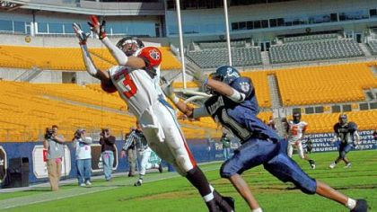Clairton wide receiver Kevin Weatherspoon catches the winning touchdown pass as Rochester's Tony Whiteleather tries to defend in the fourth quarter of the 2006 WPIAL Class A championship game at Heinz Field. The Bears won, 16-13.