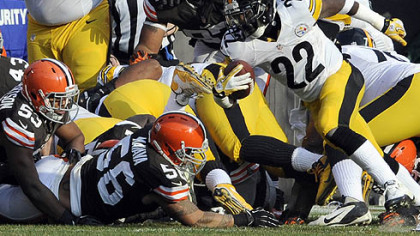 The Steelers' Chris Rainey scrambles for a touchdown at the end of the first quarter.