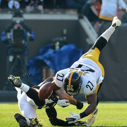 The Steelers' Jonathan Dwyer fumbles the ball against the Browns in the first half.