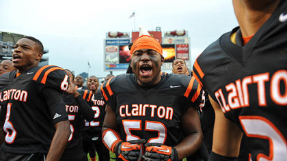 Dyron Davenport (center) hypes up his teammates before the WPIAL Class A championship game Friday at Heinz Field. The Bears set a Pennsylvania record with its 60th consecutive victory, a 58-21 win against Sto-Rox.